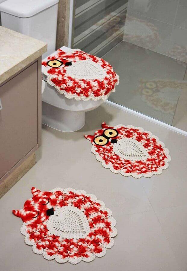 Jogo de banheiro de crochê coruja vermelha.