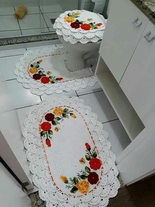 Jogo de banheiro de crochê  rendado branco com flores.