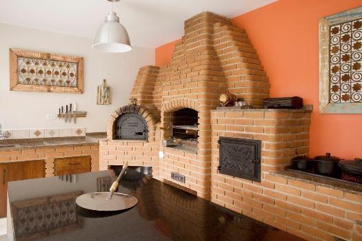 Modelo de churrasqueiras de alvenaria com forno de pizza.