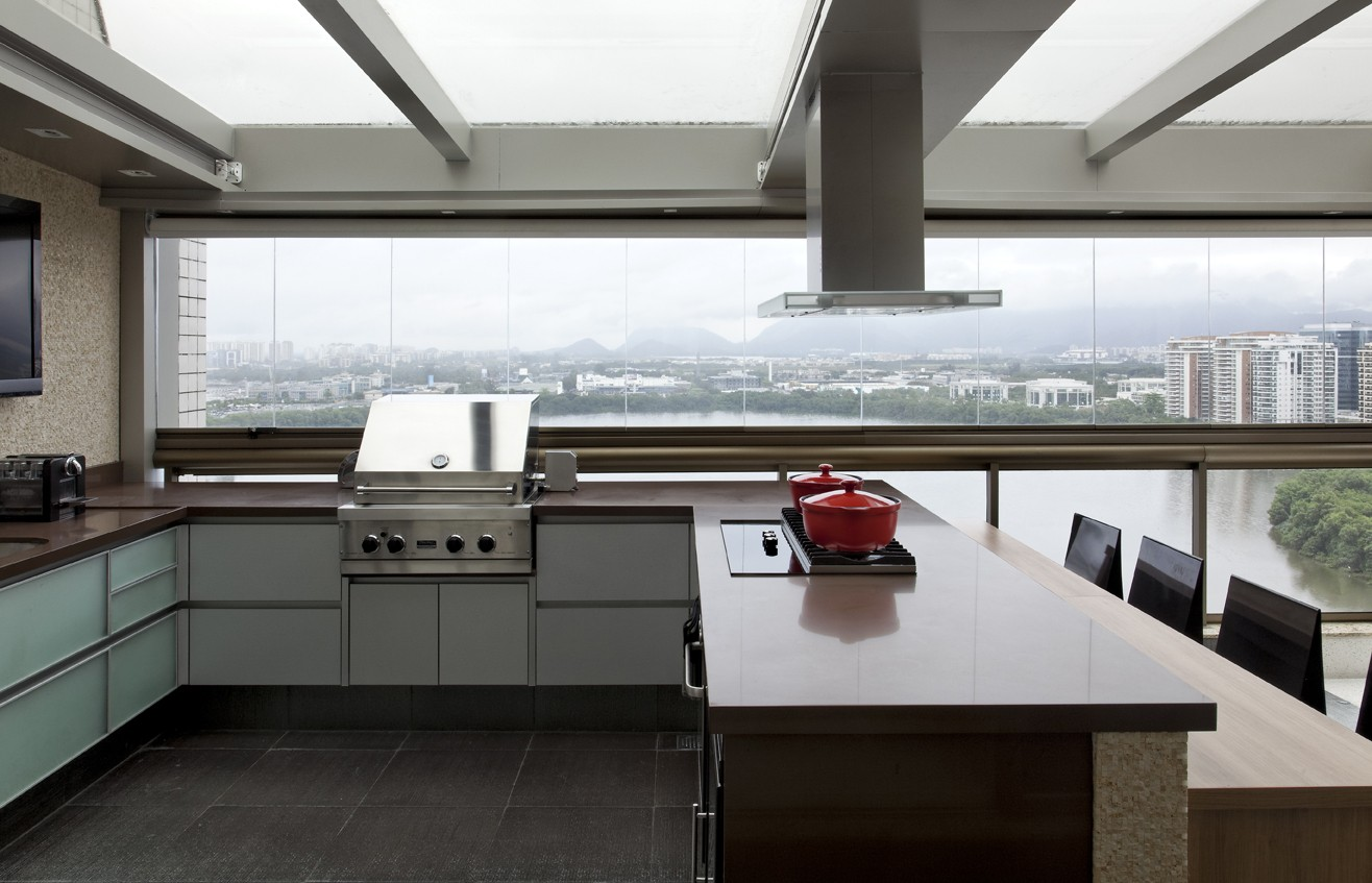 Modelo de churrasqueiras a bafo na cozinha em U moderna.