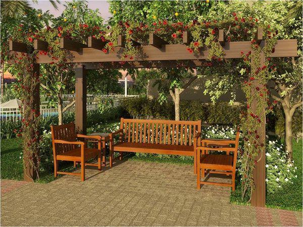 Pergolado com plantas em cima de um banco e duas cadeiras de madeira.