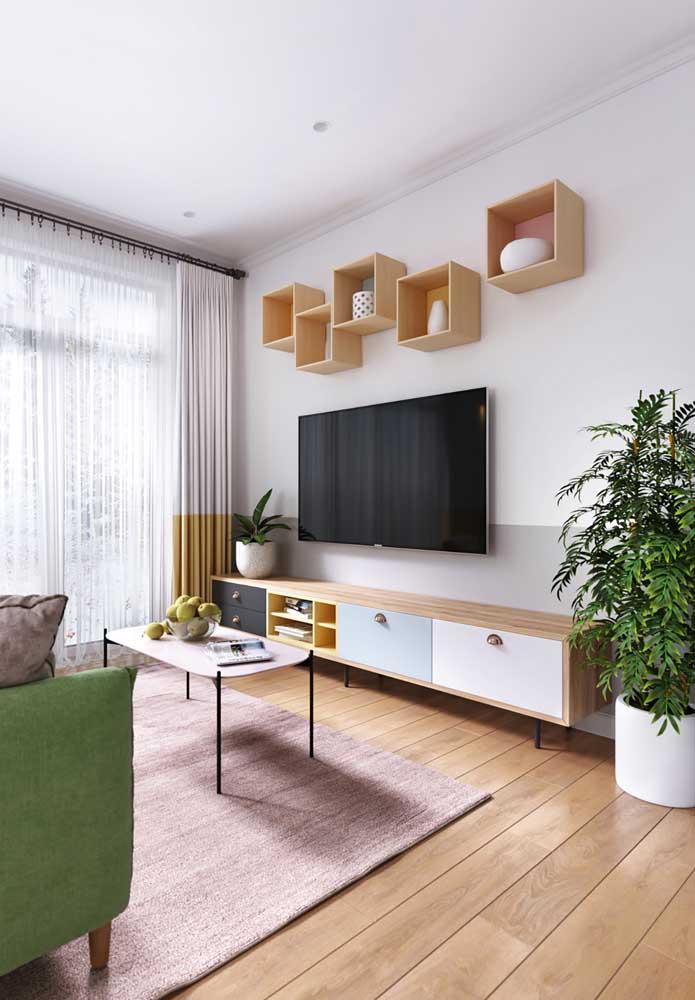 Sala moderna com piso vinílico.