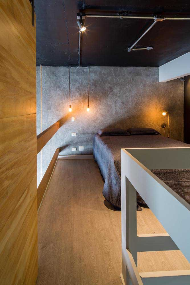 Quarto moderno com parede de cimento queimado.