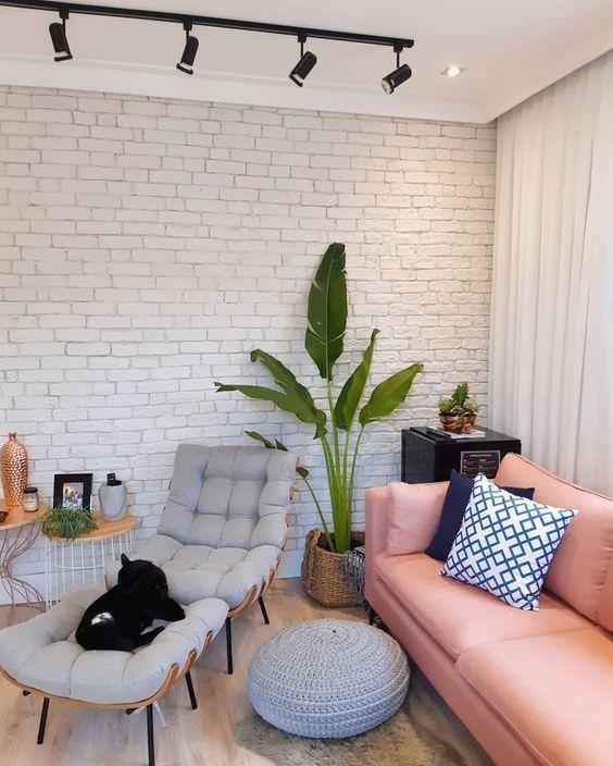 Sala de estar com decoração tumblr e pinterest com piso vinílico.
