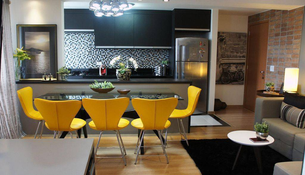 Sala moderna pequena com piso vinílico.
