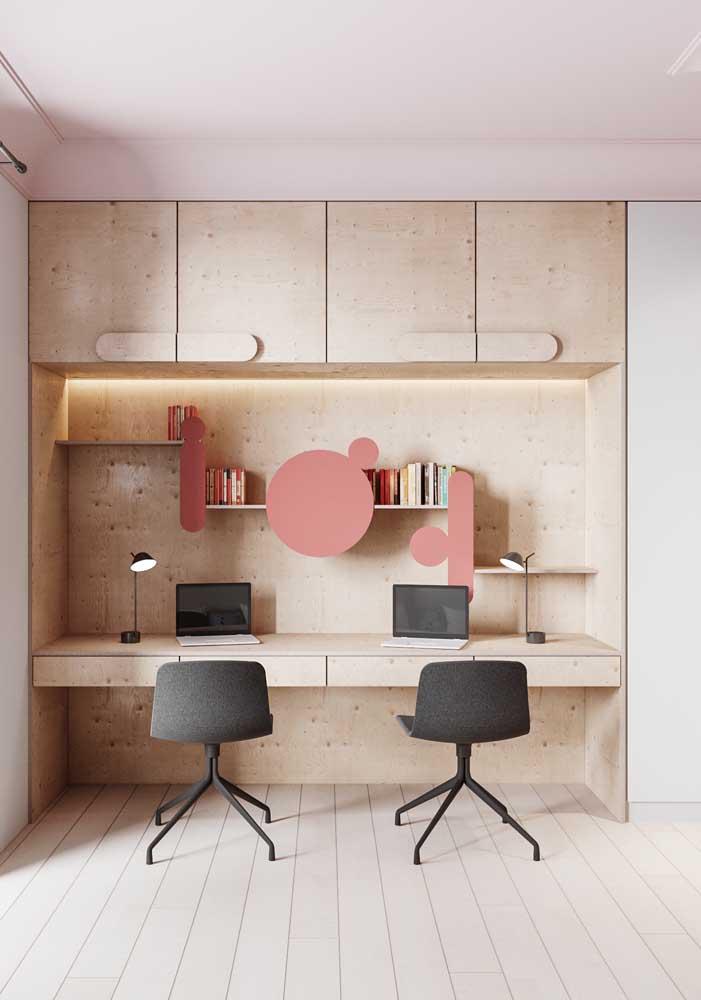 Escrivaninha dupla de madeira.