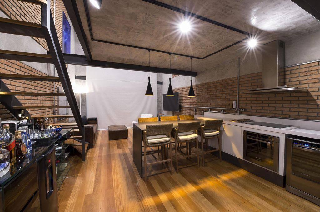 Loft moderno decorado com piso vinílico.