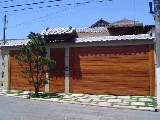 modelo de portão de madeira basculante