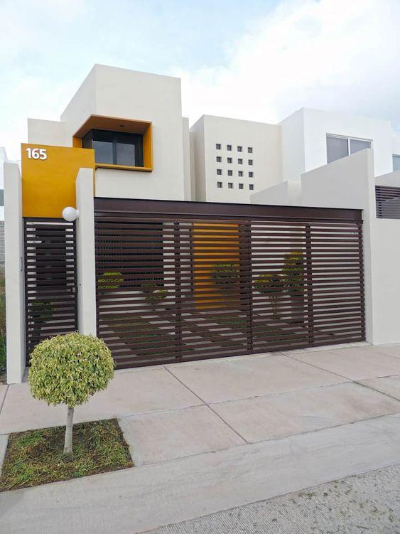 fachada de casa branca e amarela