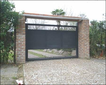 fachada com coluna de tijolinhos