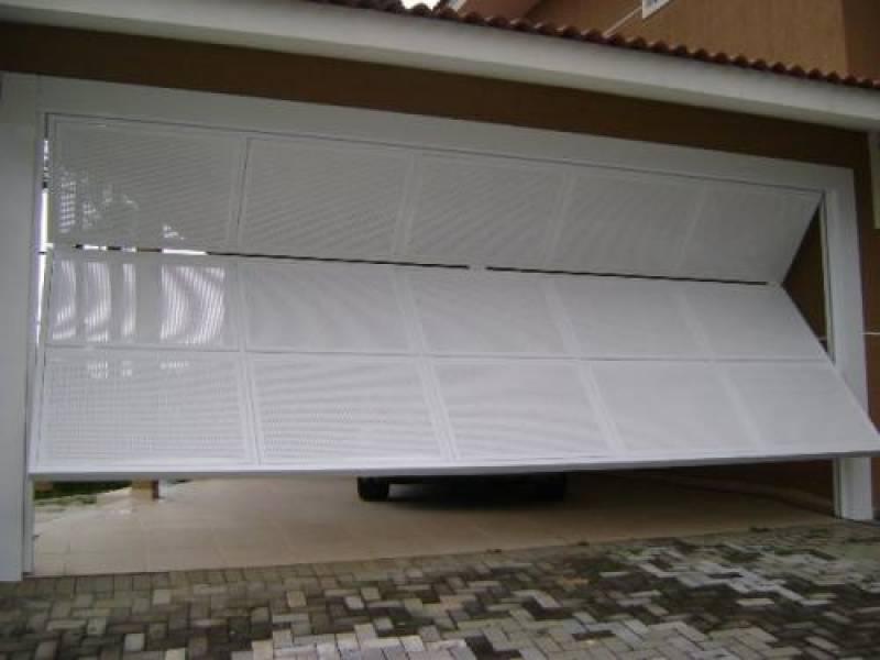 modelo de portão bipartido branco