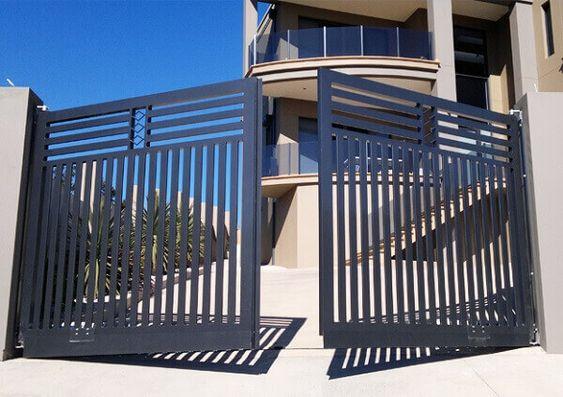 modelo de portão para terreno acidentado
