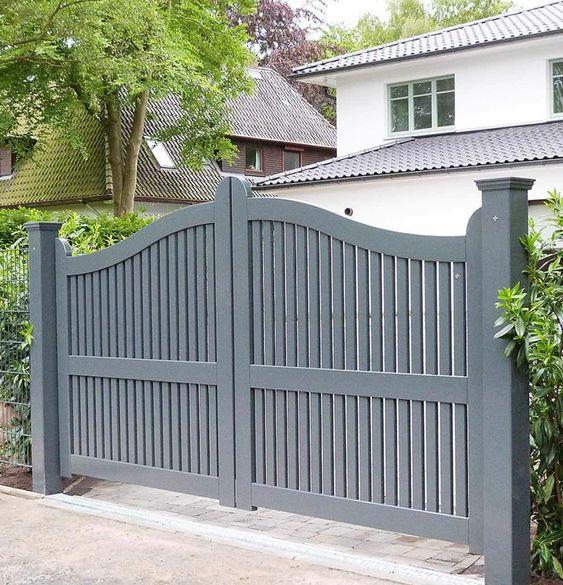 modelo de portão de abrir de madeira