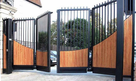 modelo de portão articulado de ferro e madeira