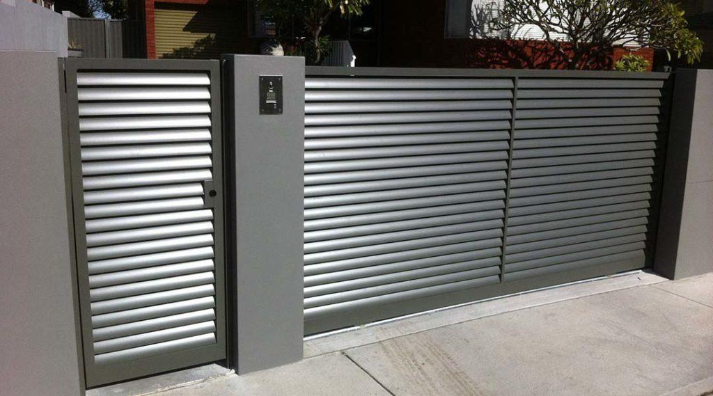 portão de alumínio cinza