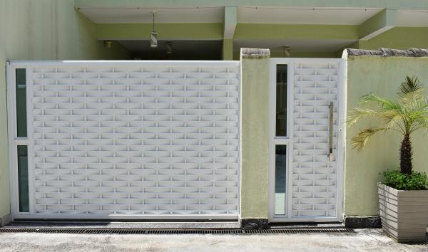 fachada verde clara e branca