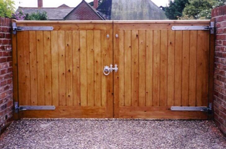 modelo de portão de madeira abertura manual