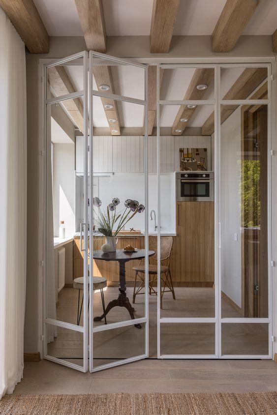grande porta articulada de vidro