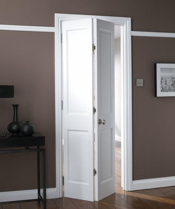 porta cama~roa branca de madeira