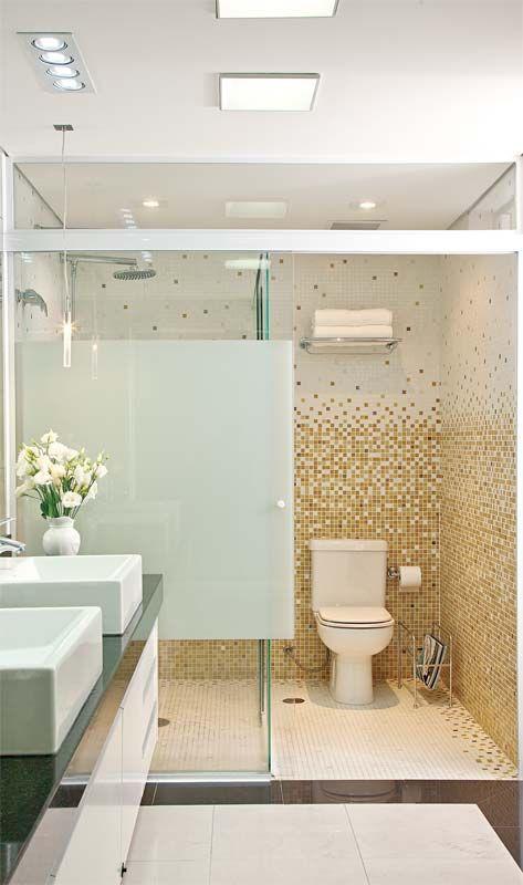 Banheiro com pastilha.