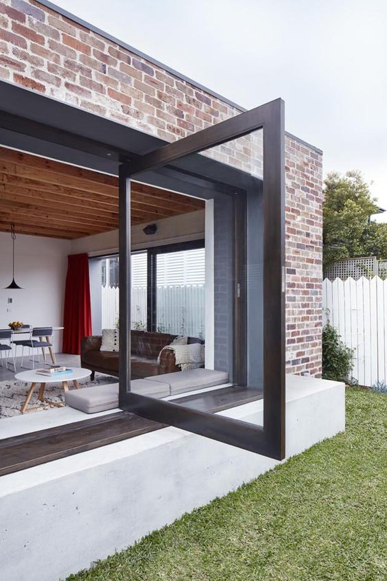 Container com porta de vidro.