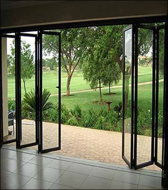 porta articulada de vidro e metal