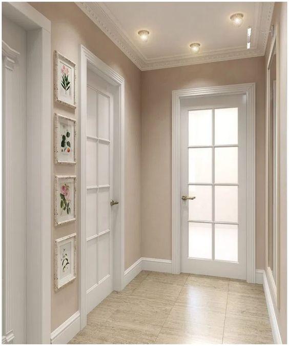 porta branca de madeira com vidro