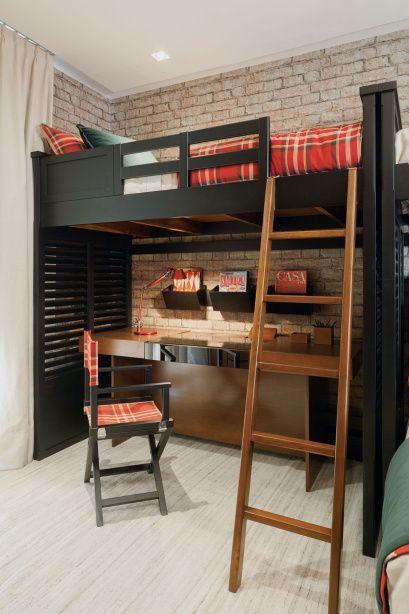 quarto com beliche e escrivaninha