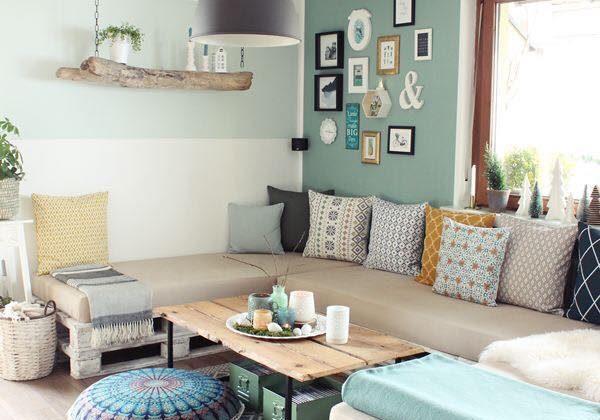 Sala de estar com decoração tumblr e parede verde.