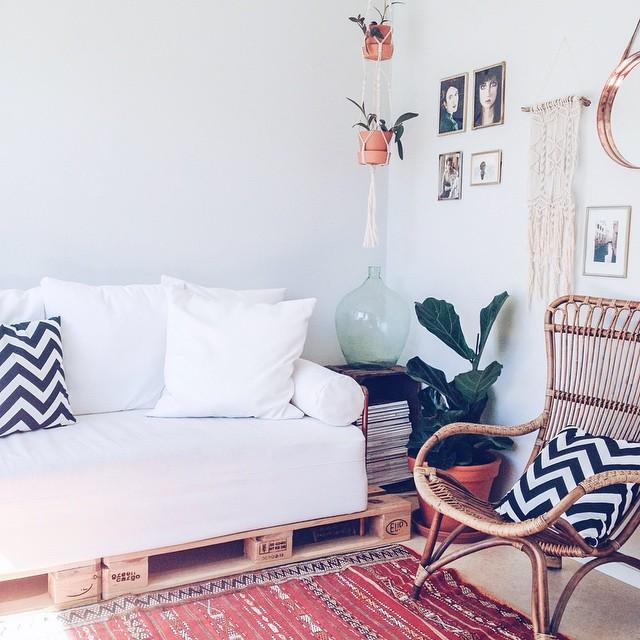 Sala de estar com decoração tumblr.