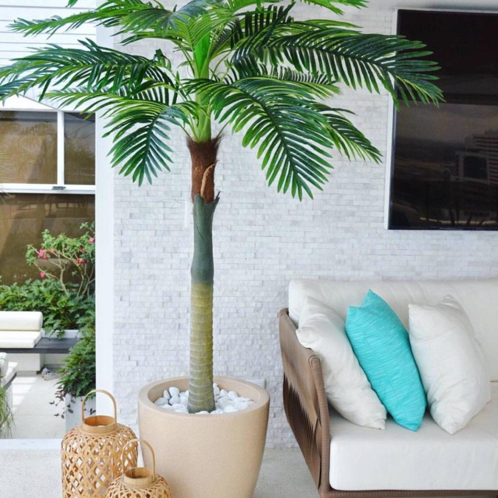 Varanda com decoração simples e clean.
