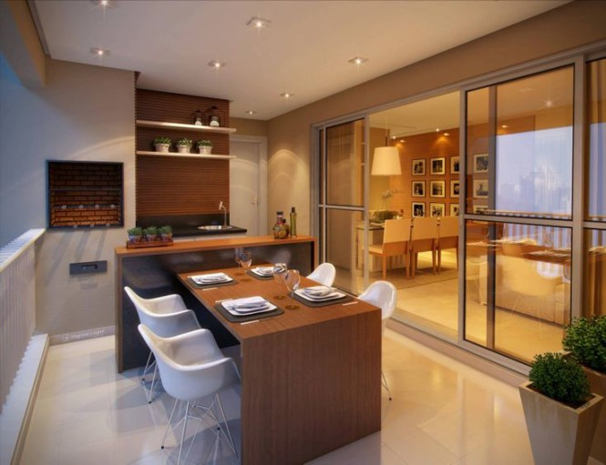 Cozinha externa com mesa de madeira e churrasqueira.