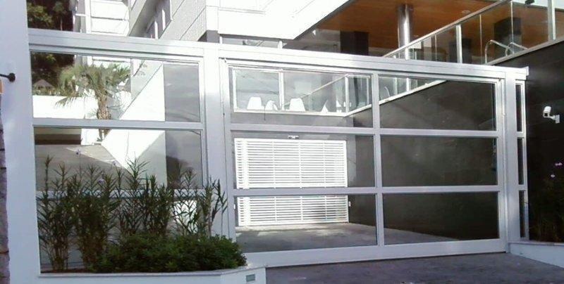 portão de vidro e alumínio basculante