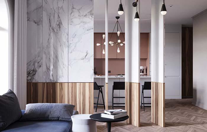 Sala moderna com divisória de ambiente de madeira e mármore.