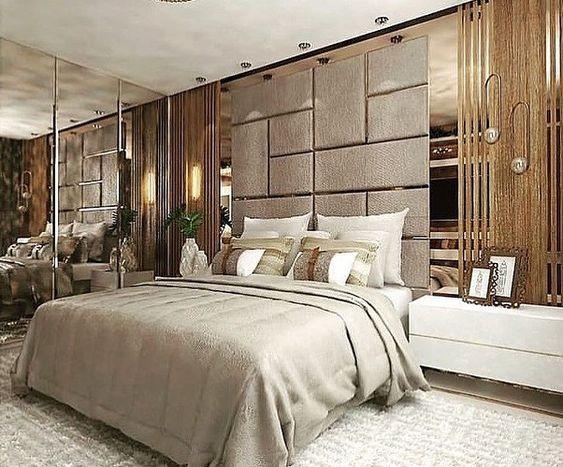 Cabeceira de cama com espelho.