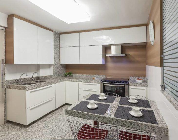 Cozinha  simples com granito branco fortaleza.