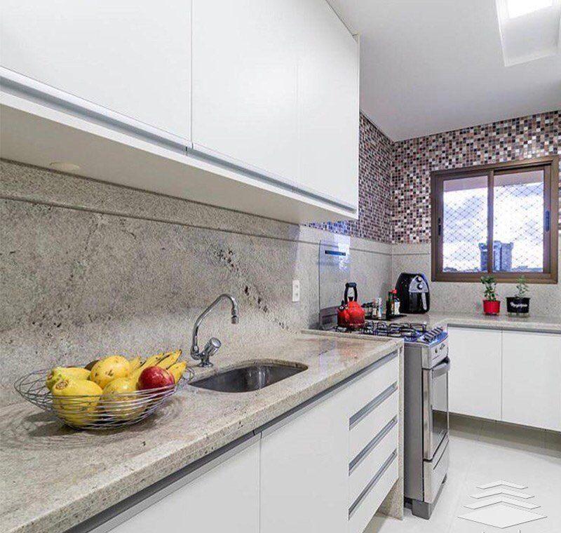 Cozinha em L com granito branco aqualux.