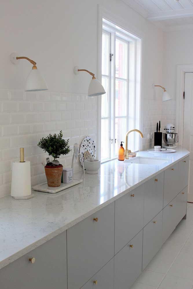 Cozinha clean e delicada.
