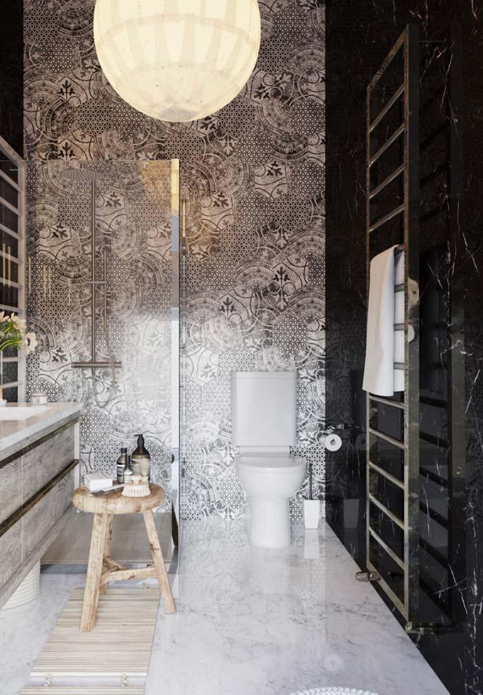 Banheiro luxuoso com revestimento de granito preto via láctea.