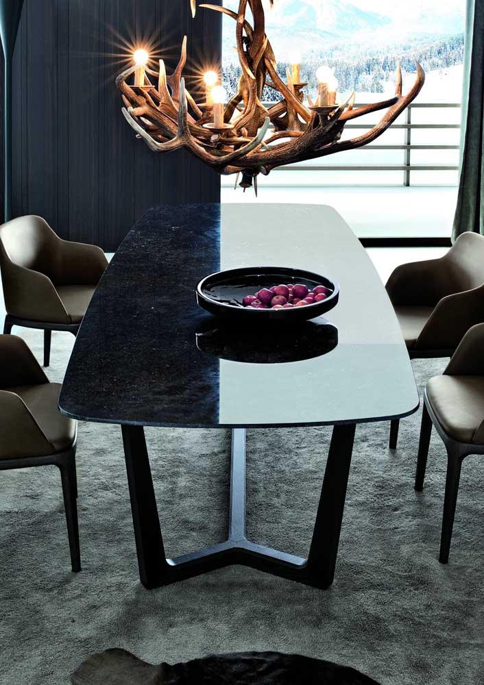 Sala de jantar moderno com mesa de granito preto.