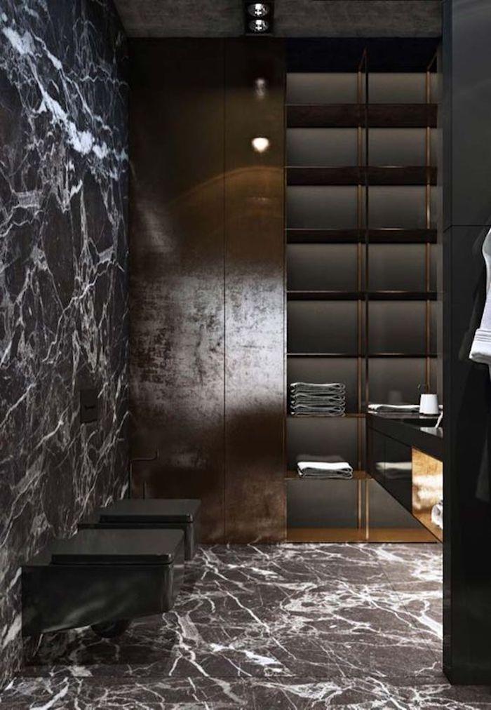 Banheiro preto moderno com revestimento de granito preto indiano.