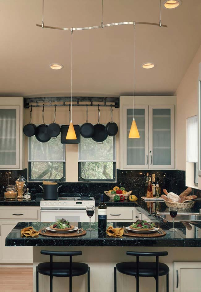 Cozinha com bancada de granito verde ubatuba.