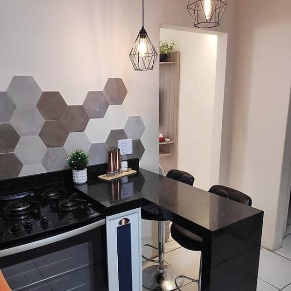 Cozinha planejada com granito verde ubatuba.