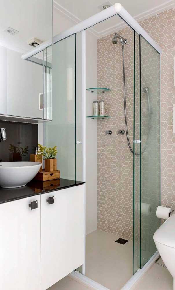 Banheiro planejado com bancada de granito verde ubatuba.