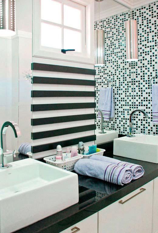 Banheiro duplo com bancada de granito verde ubatuba.