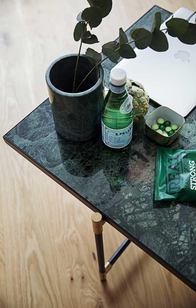 Mesa de granito verde ubatuba.