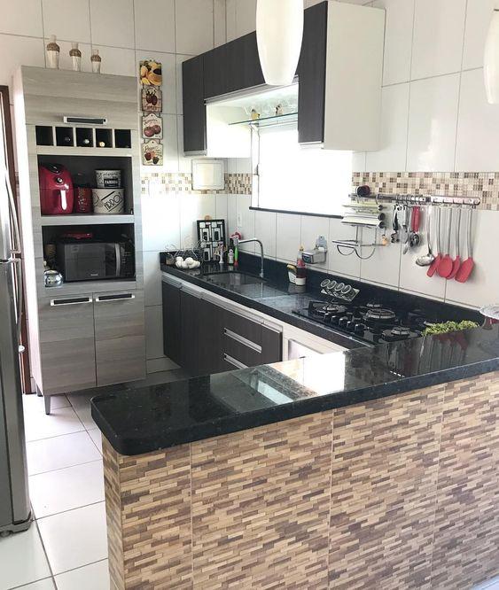 Cozinha americana com granito verde ubatuba.