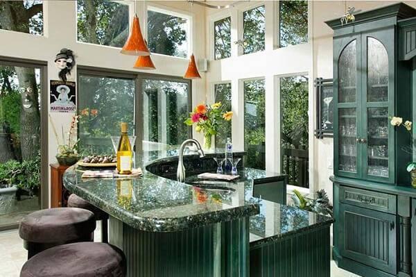 Bar com bancada de granito verde ubatuba.