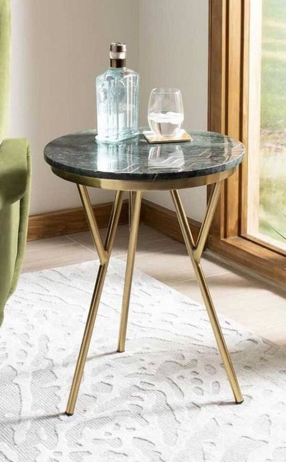 Mesa lateral com granito verde ubatuba.