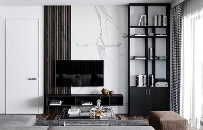 Sala moderna preta e branca com painel de mármore branco calacatta.